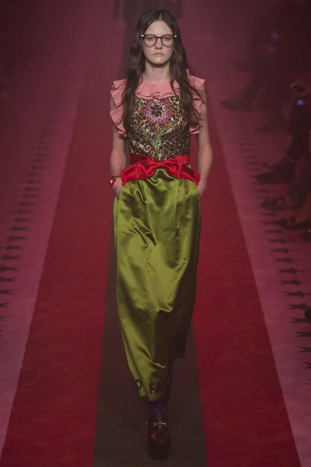 платье розового и зеленого цвета