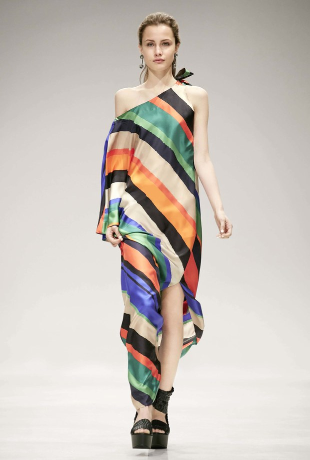 платье с принтом в полоску