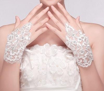 модные кружевные перчатки