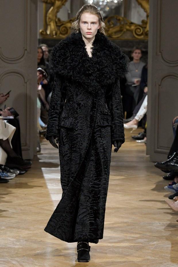 черное классичсекое пальто