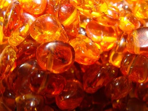 янтарь - полудрагоценный камень