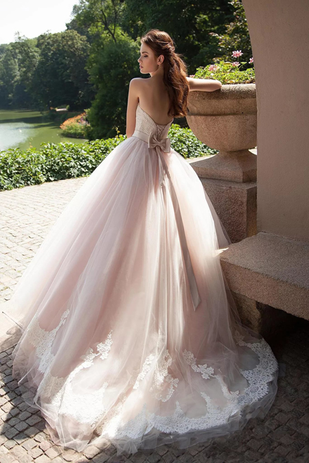 платье розового цвета, силуэт принцесса