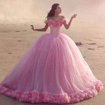 свадебное платье розового цвета силуэта принцесса