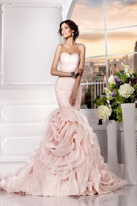 свадебное платье розового цвета, силуэт русалка