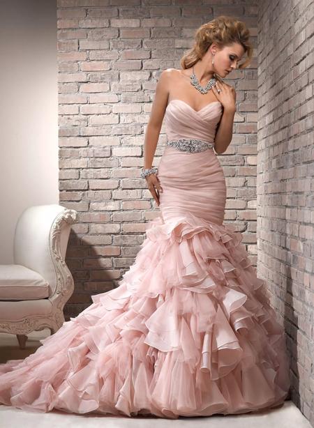 свадебное платье розового цвета
