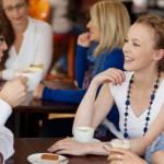 8 секретов общения — как стать интересной собеседницей в незнакомой компании