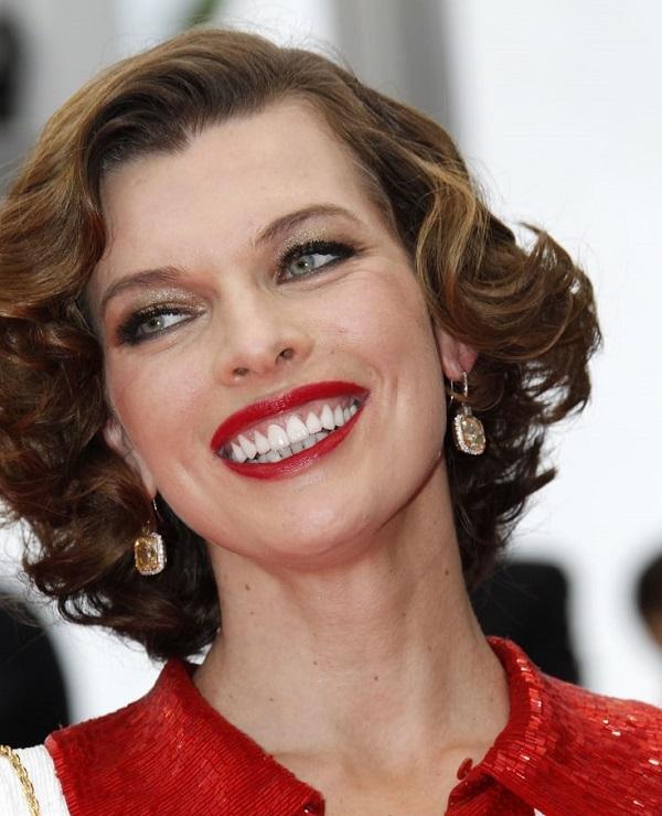 знаменитости с недеальной улыбкой - милла йовович
