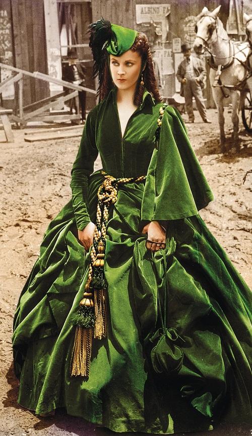 скарлетт в зеленом платье