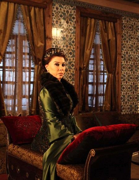 платья и драгоценности валиде султан - великолепный век