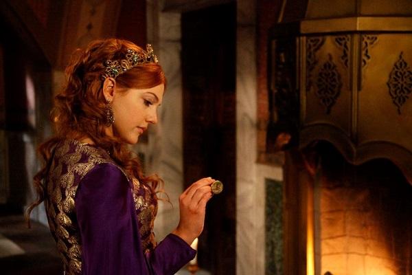 хюррем в фиолетовом платье, драгоценности