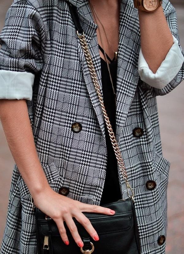 женский жакет на осень 2019 с двубортной застежкой на пуговицах