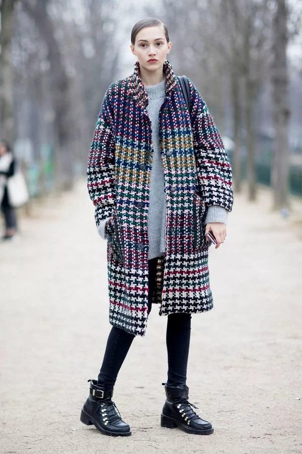 женское осеннее пальто в контрастную клетку