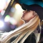 С чем лучше носить кепку с прямым козырьком?