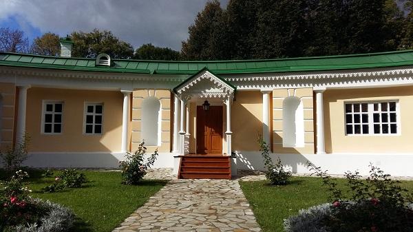часть дома в музея в заповеднике Спасское Лутовиново