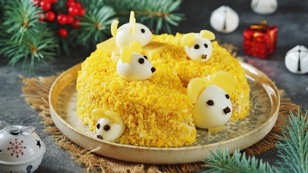 салат мышки на сыре на новый год 2020