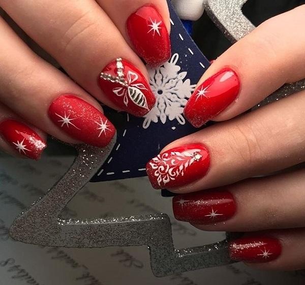новогодний красный маникюр 2020 на короткие ногти