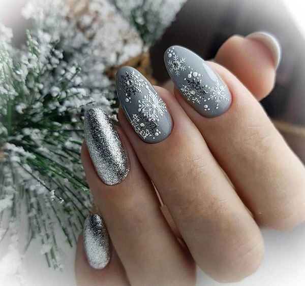 новогодний маникюр бело серебристо серый