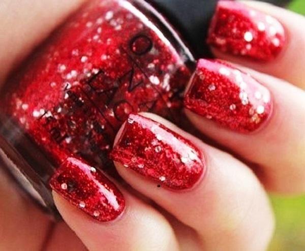 новогодний маникюр с красными блестками