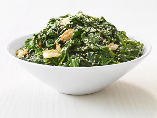 рецепт гарнира из шпината с кунжутом