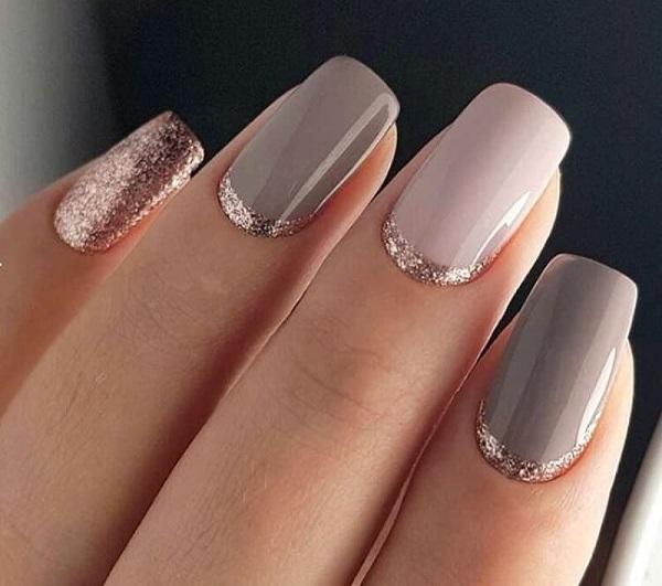 новогодний маникюр на розовых ногтях