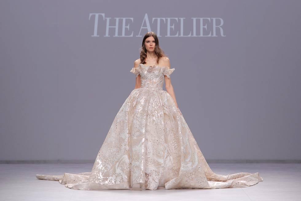 свадебное платье бежевого цвета со стразами - свадебная мода весна 2020