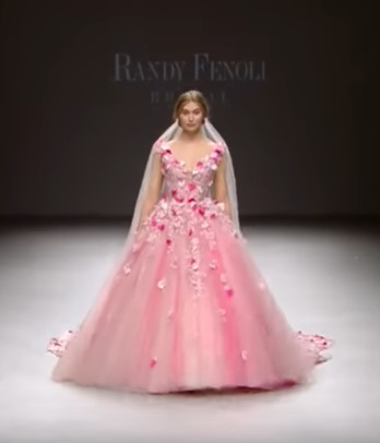 ярко розовое свадебное латье - свадебная мода для невест 2020