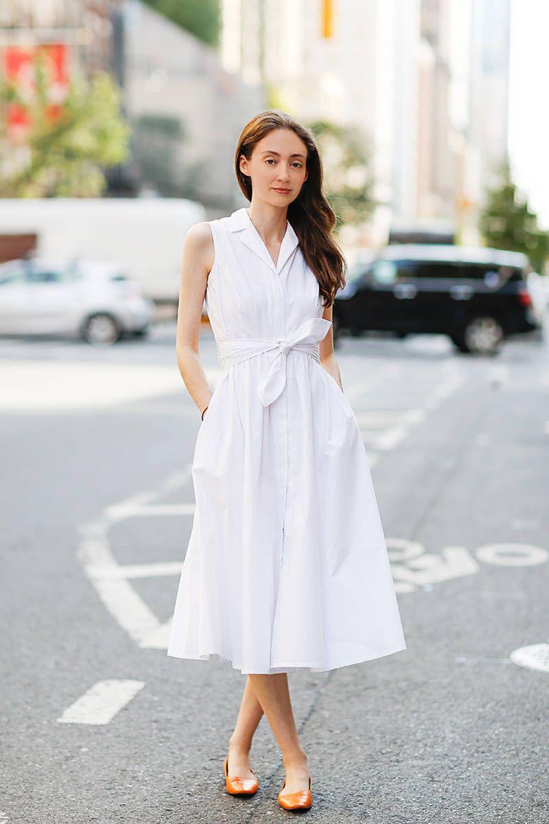 белое платье и цветные балетки