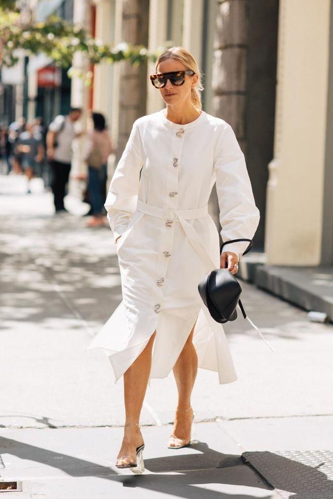 белое платье рубашка с длинным рукавом