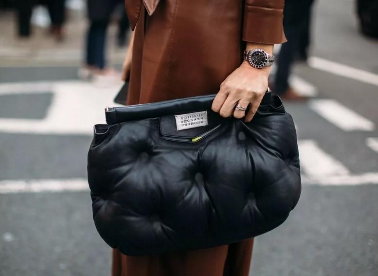 объемный стеганый клатч, модные сумки на осень 2020