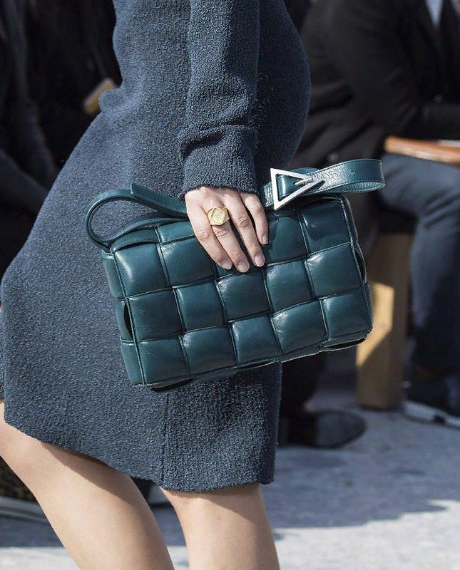 сумка с квадратной стежкой, модные варианты сумок на осень 2020