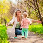 Прогулка с ребенком — развиваем любознательность