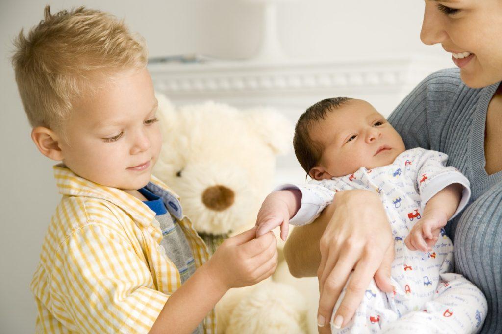 старший ребенок и младший ребенок